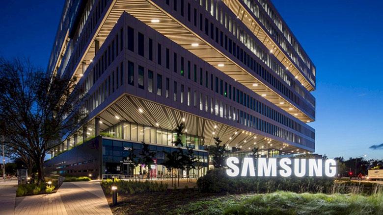Samsung, 1938 yılında Güney Kore'de kurulmuştur. Şirketin kurucusu Lee Byung-Chul'dur. Elektronik alanında gösterdiği faaliyetler ile ön plana çıkan firma, bilinenin aksine yalnızca elektronik alanında hizmet vermemektedir.